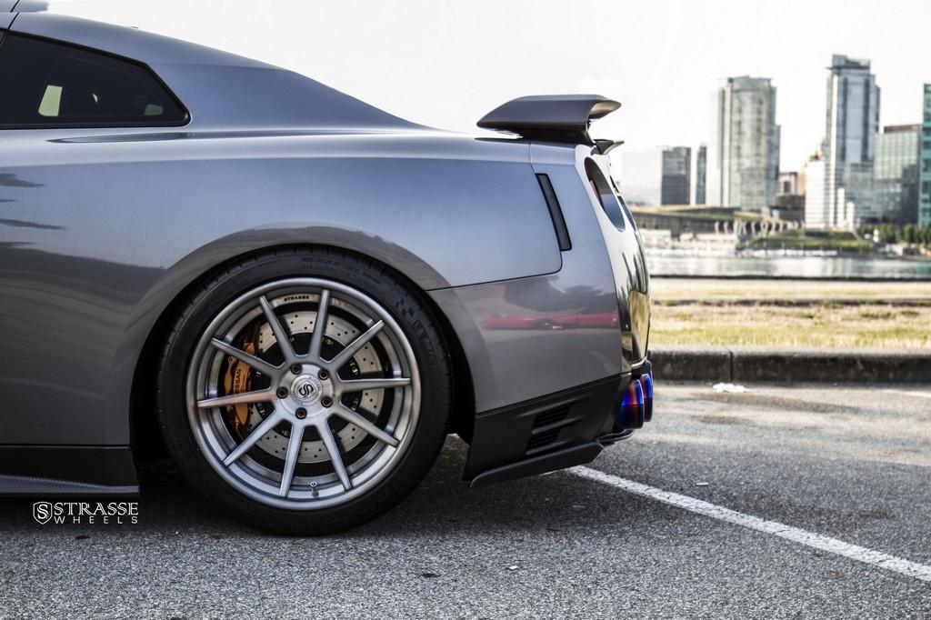 Strasse Wheels Gunmetalic GTR R10 10
