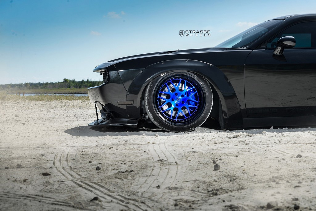 Strasse Wheels Dodge Challenger SRT 4