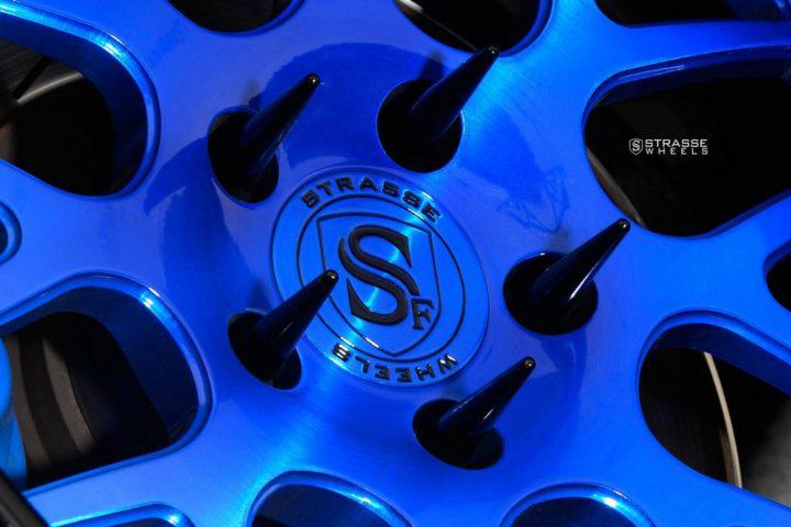 Strasse Wheels Dodge Challenger SRT 5