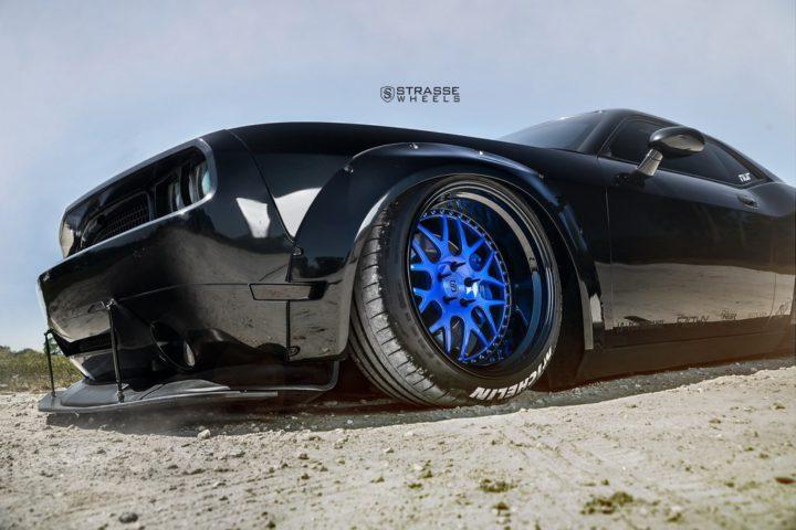 Strasse Wheels Dodge Challenger SRT 6