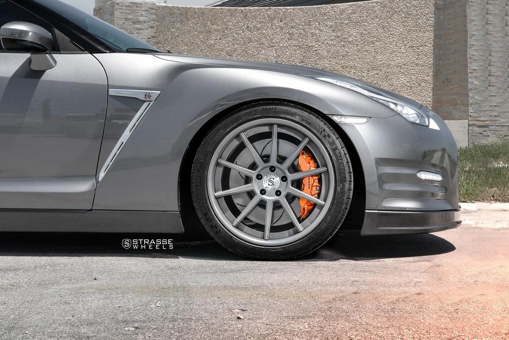 Strasse Wheels Gunmatallic R10 GTR 3