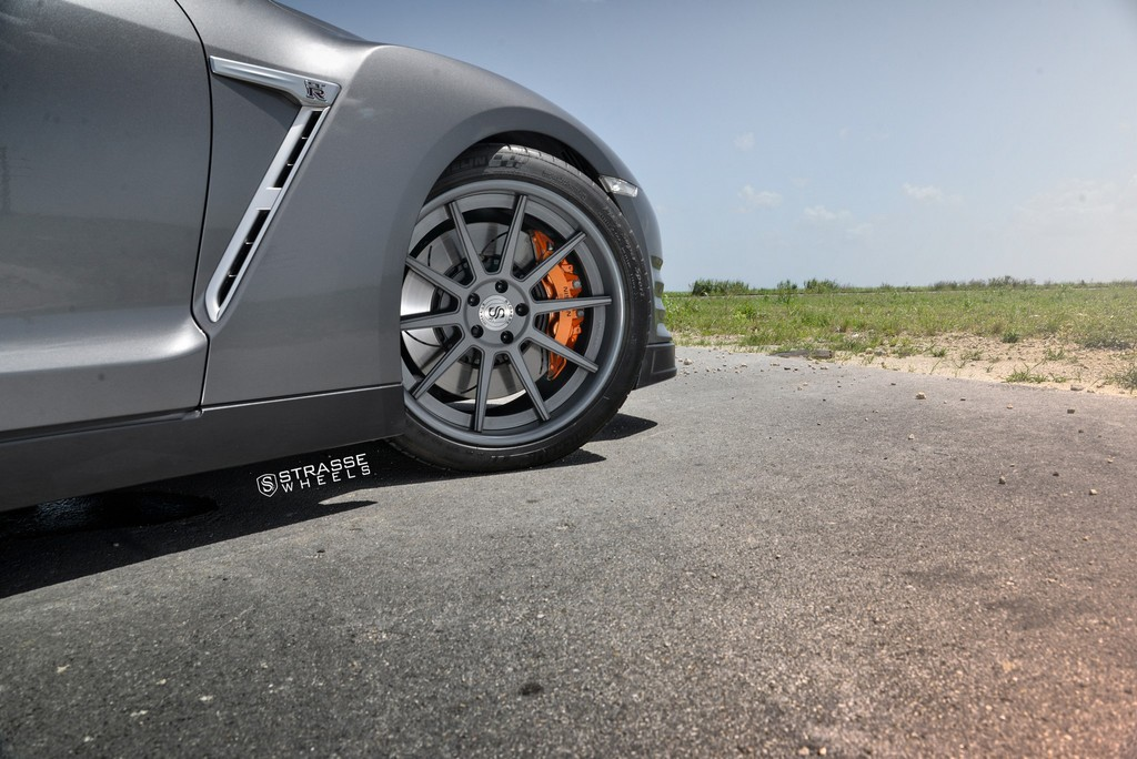 Strasse Wheels Gunmatallic R10 GTR 4